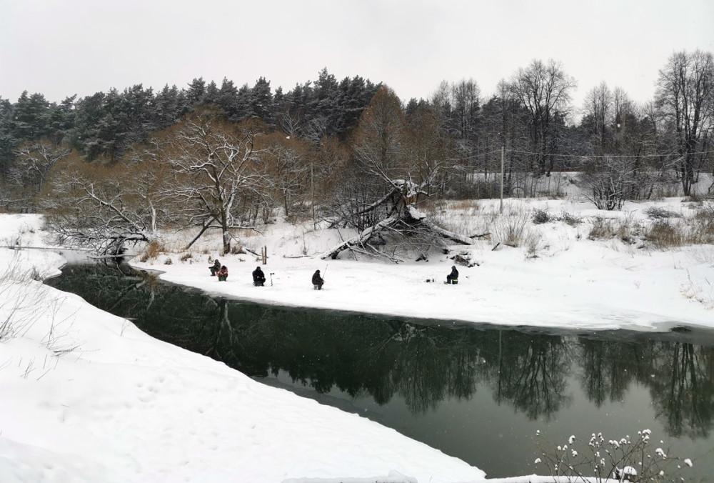 Льда на реке мало, но кто ищет, тот всегда найдет...