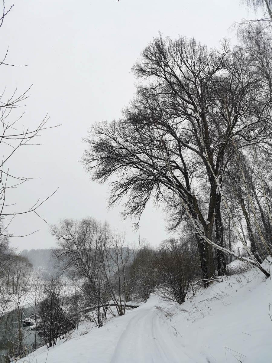 И снова крутые склоны вдоль реки..
