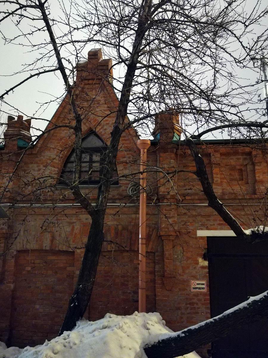 Складская постройка усадьбы А.А. Бахрушина, бывший каретный сарай. Построена в 1914 году. Архитектор А.М. Калмыков.