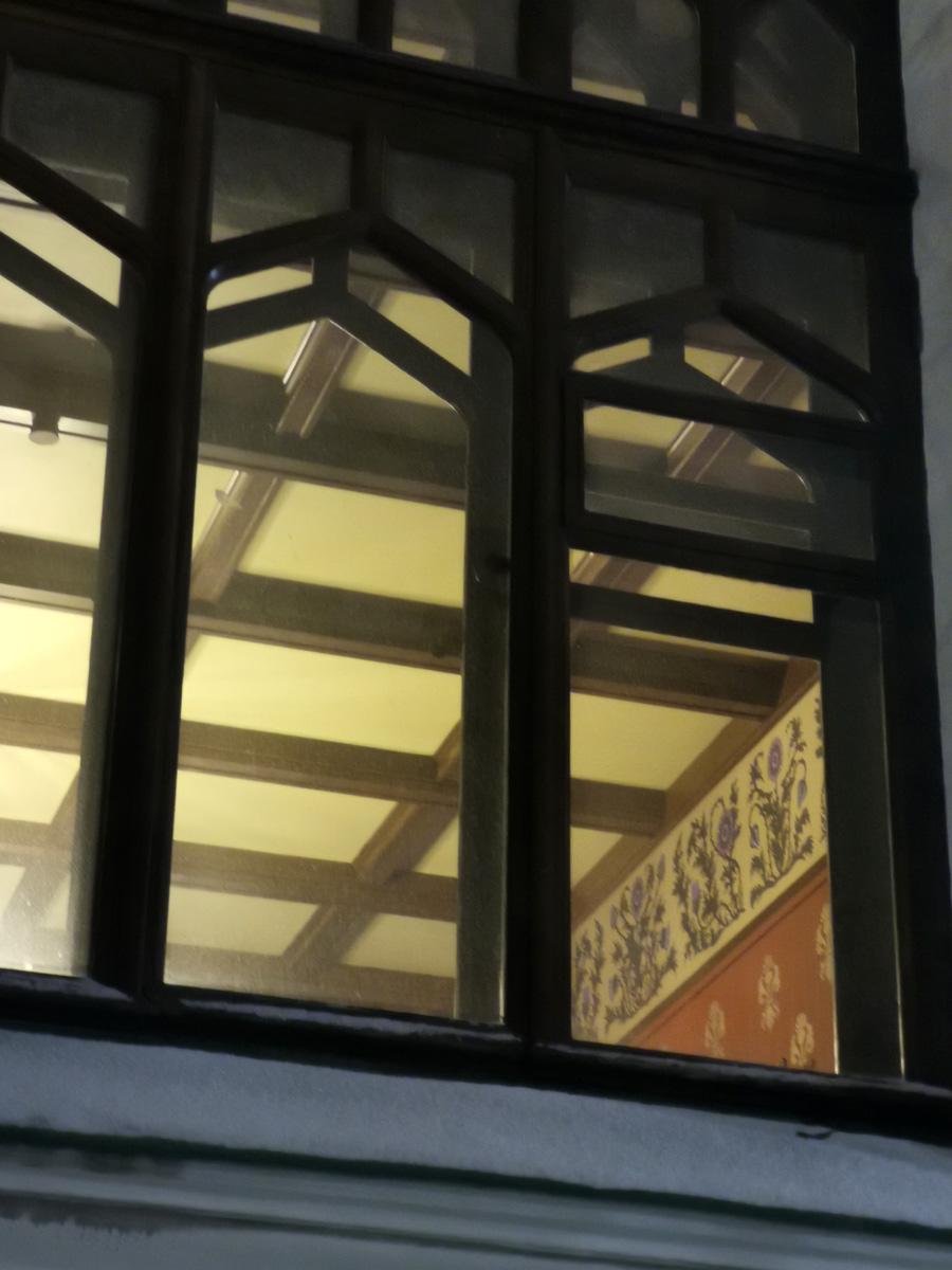 В окне видны интерьеры. О них расскажу во второй части фоторепортажа.