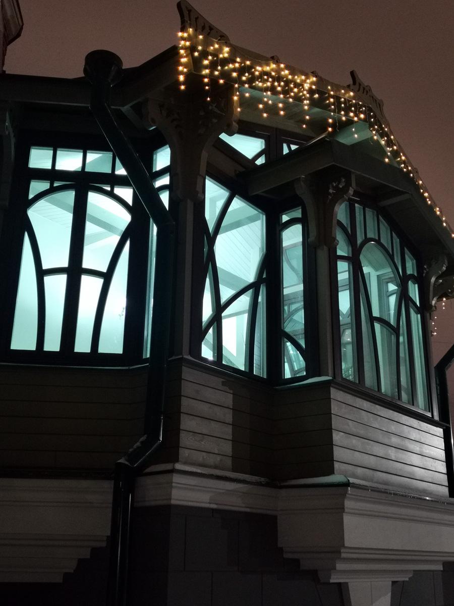 Сотрудник мастерской Федора Шехтеля Илья Бондаренко спроектировал на этом месте застекленный зимний сад, использовав лестницу в качестве основания. Новое помещение увенчивалось пирамидой со стеклянной кровлей. Эта конструкция рухнула во время Великой Отечественной.