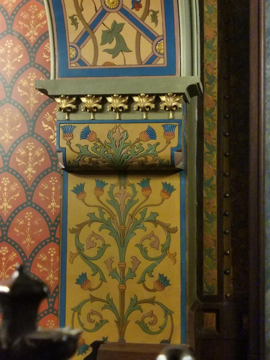 Роспись стен с цветами чертополоха