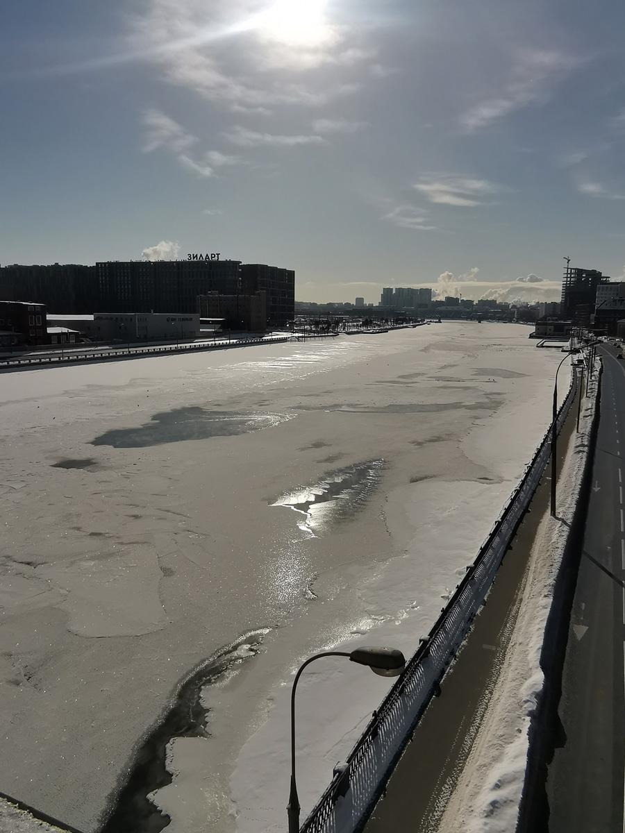 А все эти фотографии я сделал с Автозаводского моста через реку Москву.