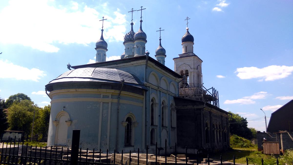 Церковь была закрыта в 1935 г. и за годы запустения сильно разрушена.