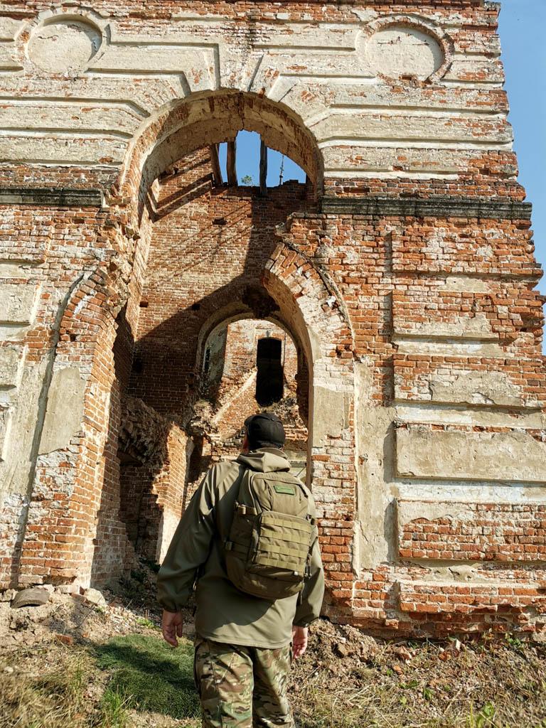 А я любуюсь романтичными руинами...