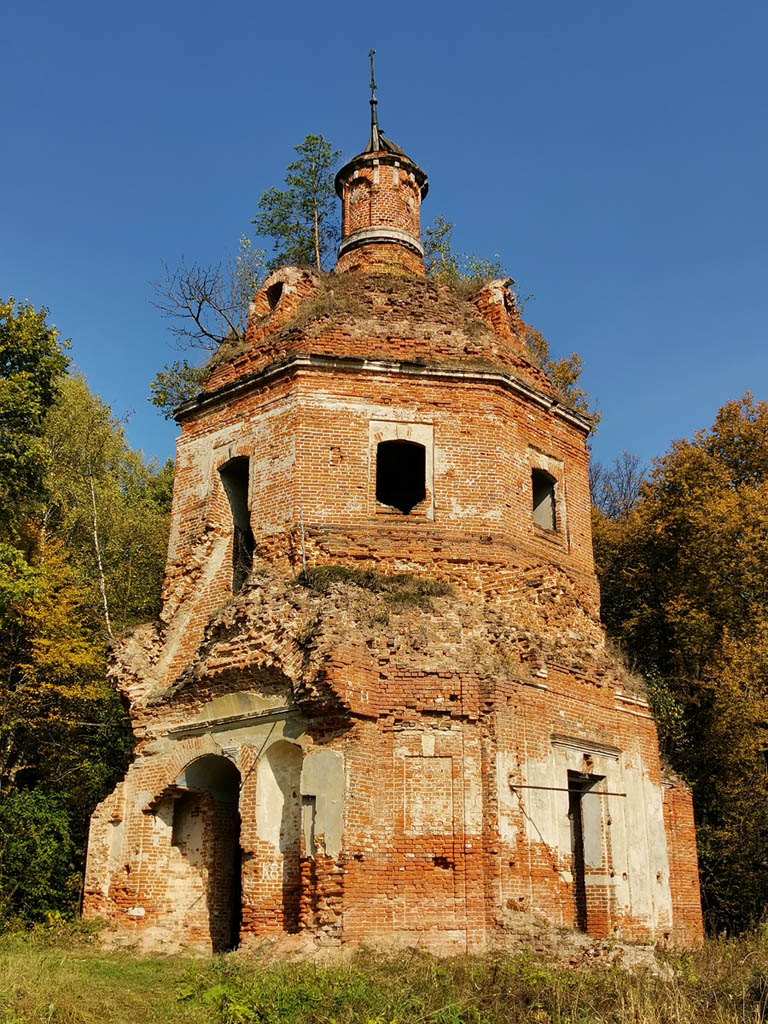 Старинные стены и природа... Гармоничное сочетание...