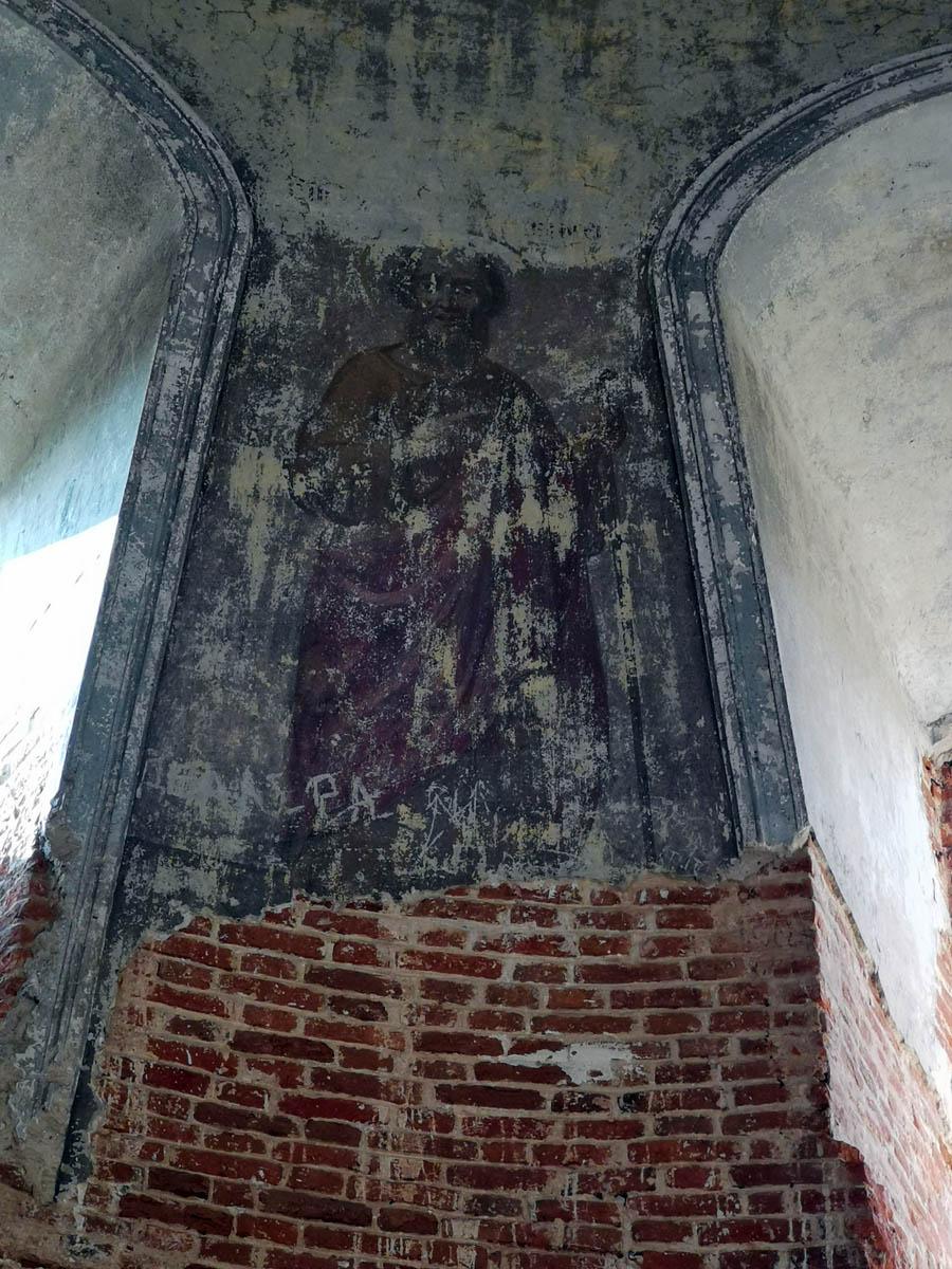 Видны старинные фрески...