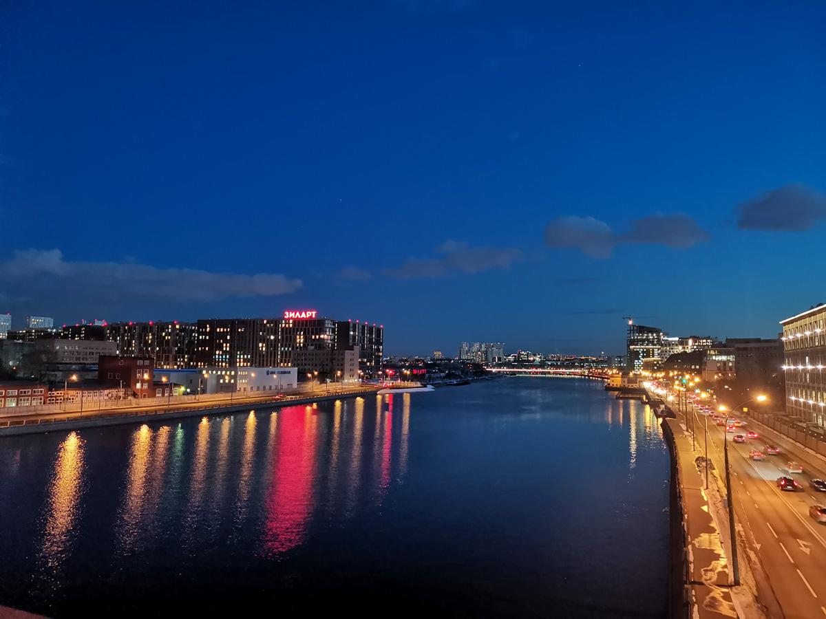 Вечерняя синева над Москвой рекой...
