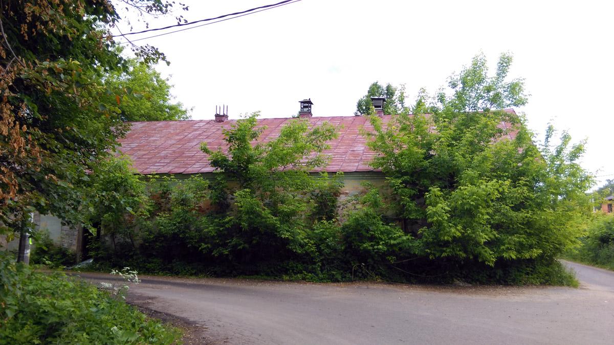 Служебная постройка бывшей усадьбы.