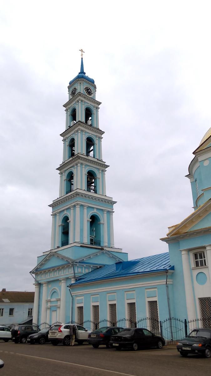 К пятиярусной колокольне после 1860-х гг. иждивением купца Перцева надстроили шестой ярус с часами и шпилем.