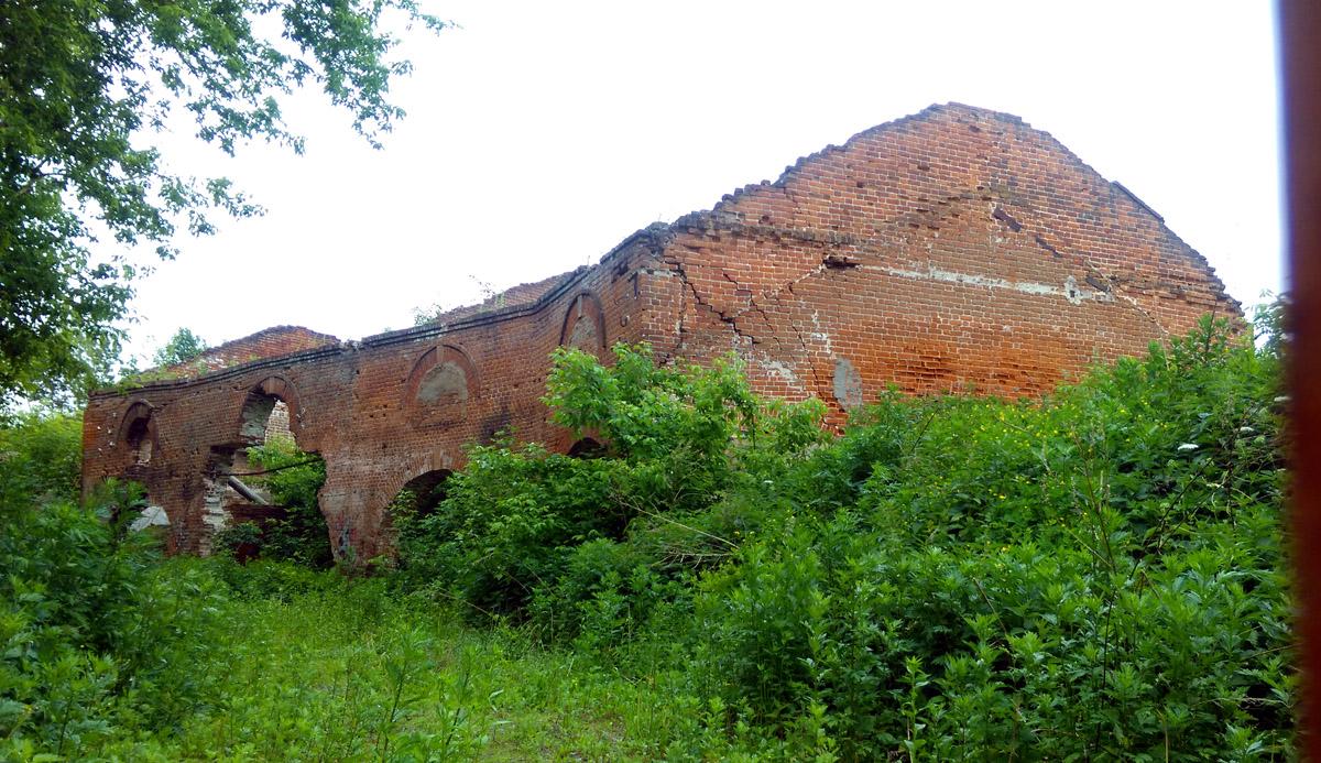 ... руины конюшен.