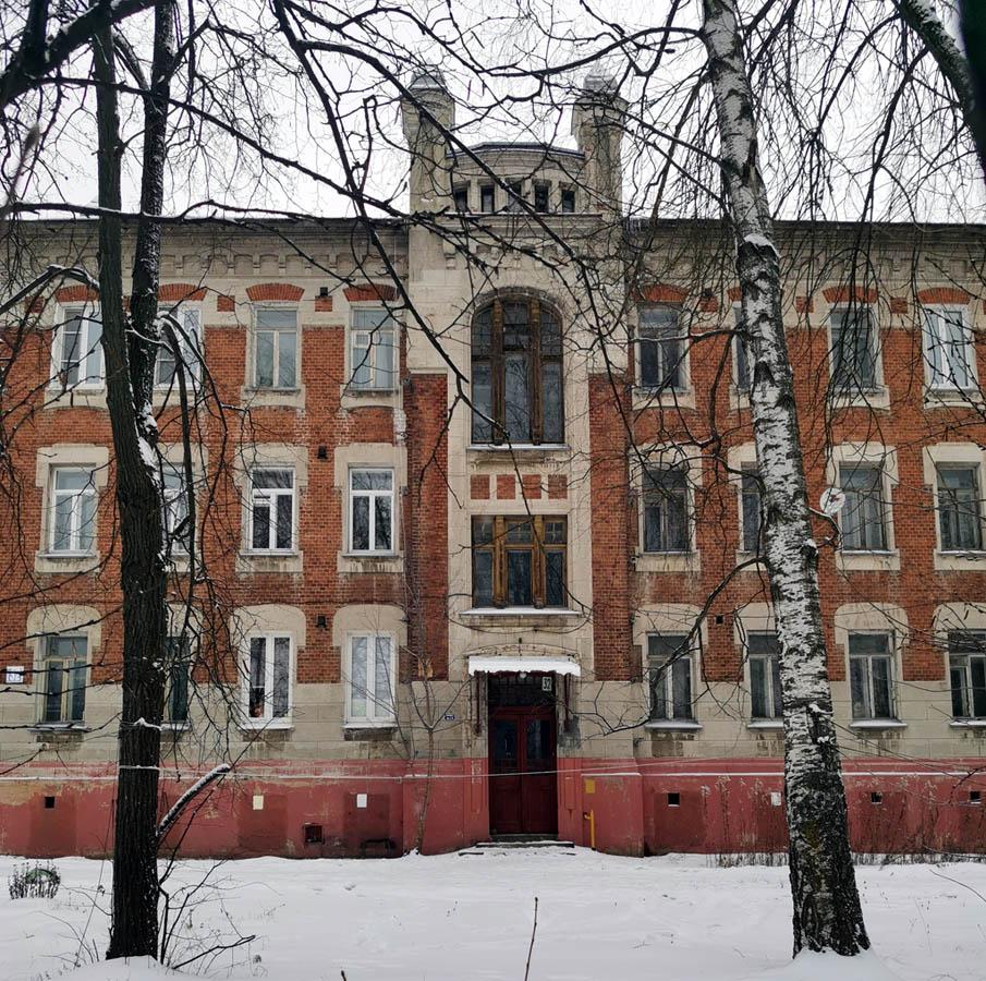 Все здания для студентов и преподавателей больше не принадлежат училищу.