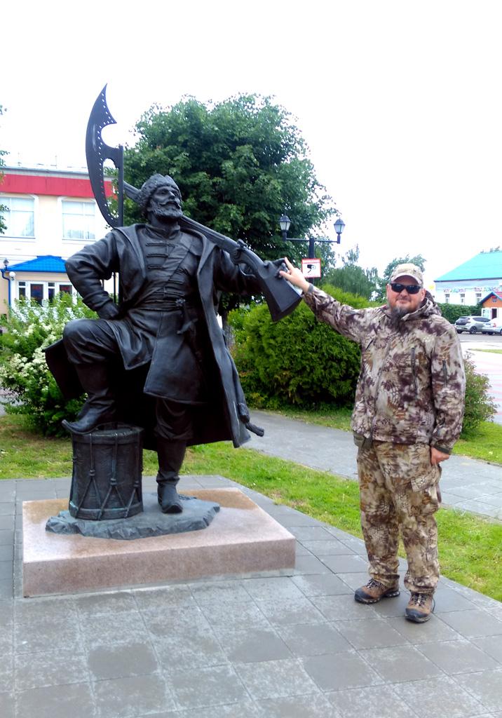 Памятник каширскому стрельцу. Очень позитивный.
