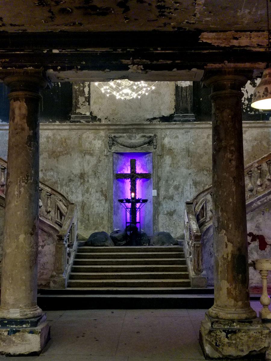 Собственно, из-за этих интерьеров я и заглянул в эту необычную церковь...