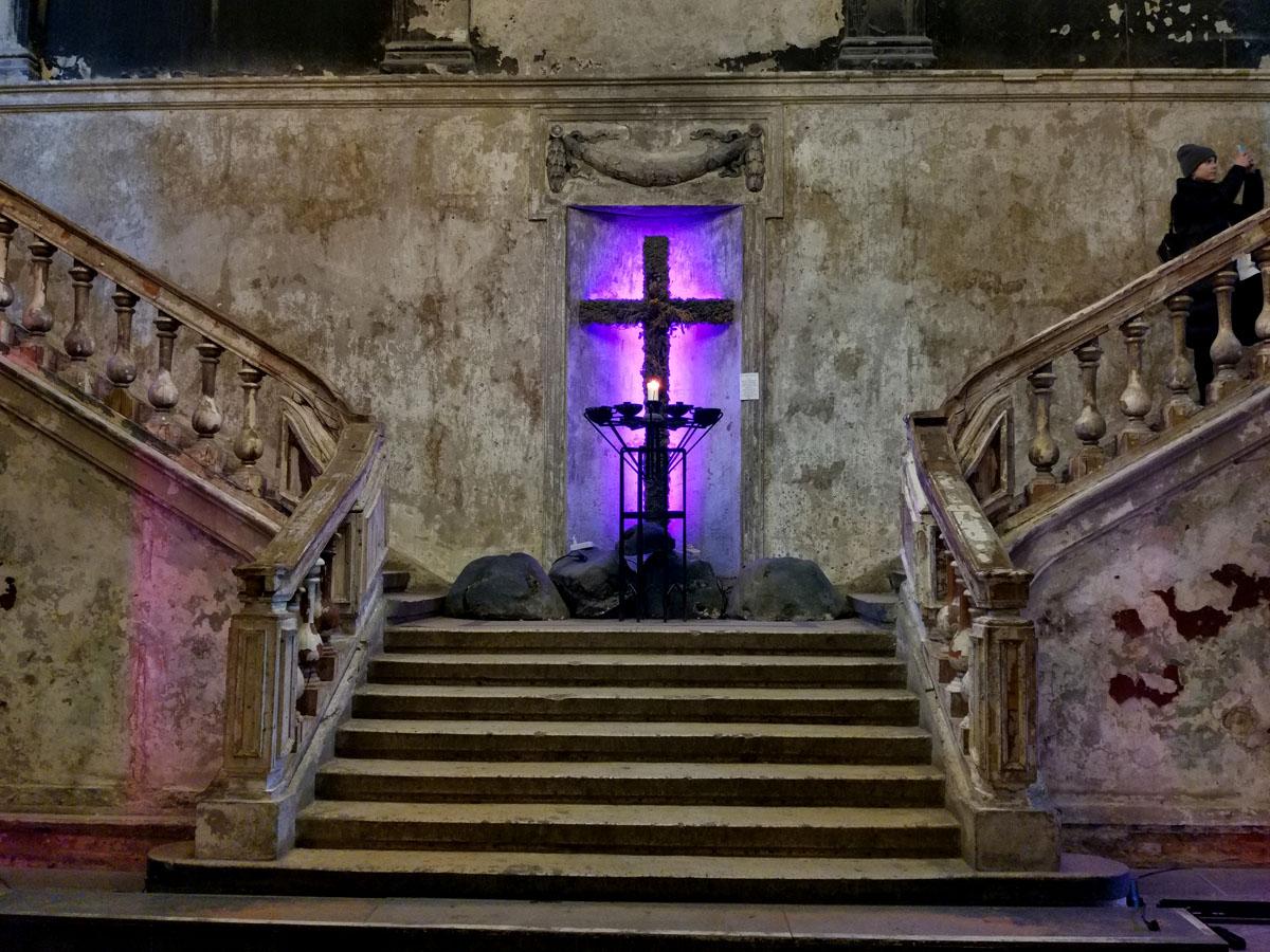 Кирха святой Анны, это не только действующая церковь, но и арт пространство, концертный и кино зал и место для фотосессий и выставок и прочих творческих мероприятий... Можно перекусить в кафе, купить сувениры.