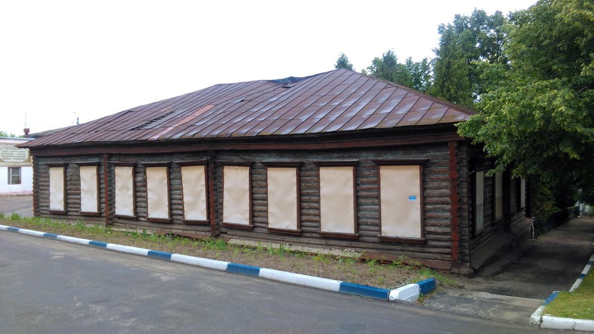 Здание начальной школы конца XIX века.Памятник истории.