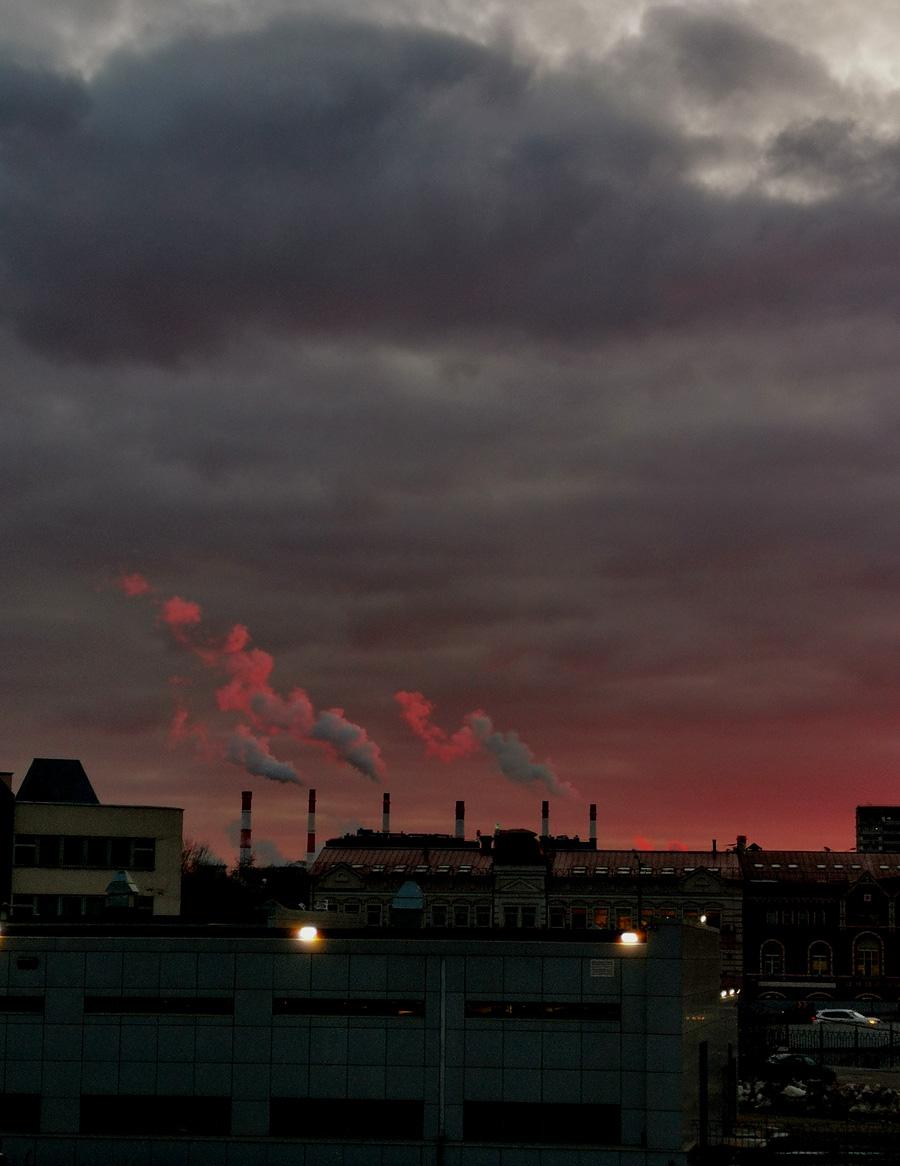 Серо-розовый закат над Москвой...