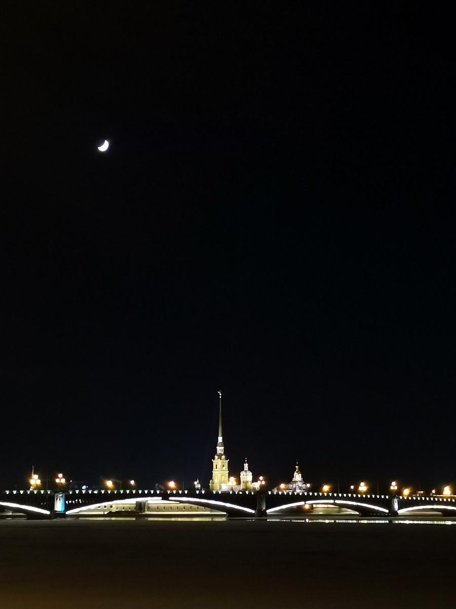 Город на Неве... Люблю его. По 2-3 раза в год приезжаю сюда набраться вдохновения и отдохнуть после суматошной Москвы...