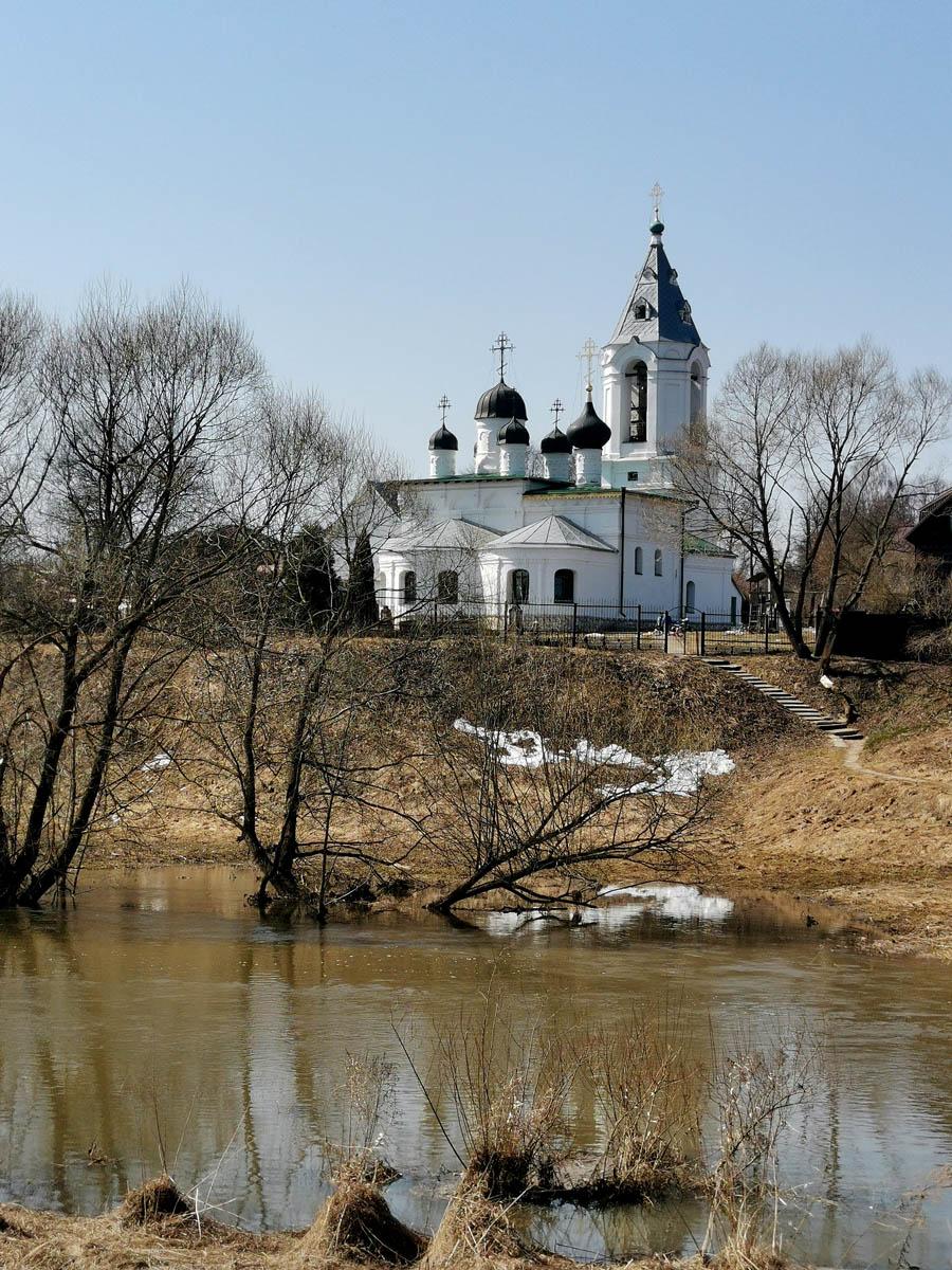 Храм Воскресения Словущего в Битягове. Ныне существующая церковь была построена в 1670—1671 гг. стольником И.С. Телепневым