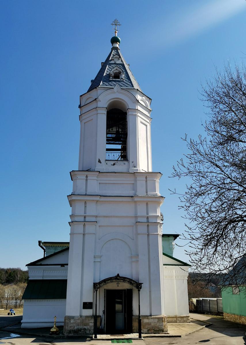 Колокольня храма. Некоторое время в храме был склад зерна и овощей, а в колокольне стояла веялка.