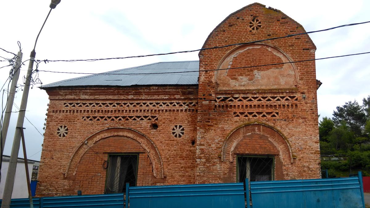 Это насосная водозабора, обеспечивает водопровод водой. Построена в 1910-1920году.
