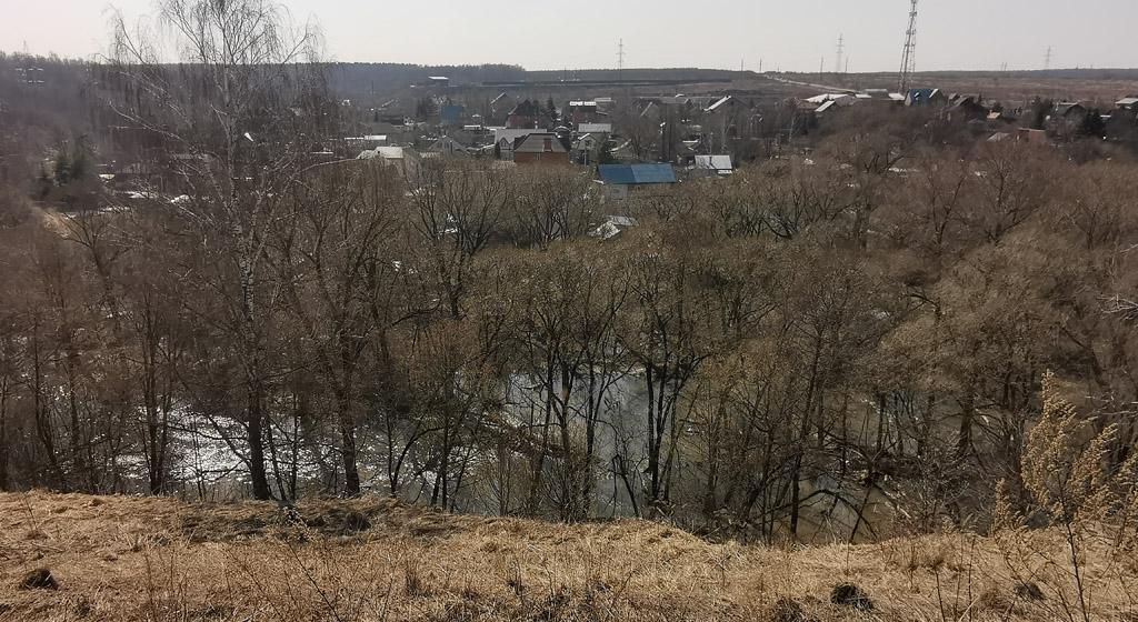 Вид на Рожайку с высокого правого берега.