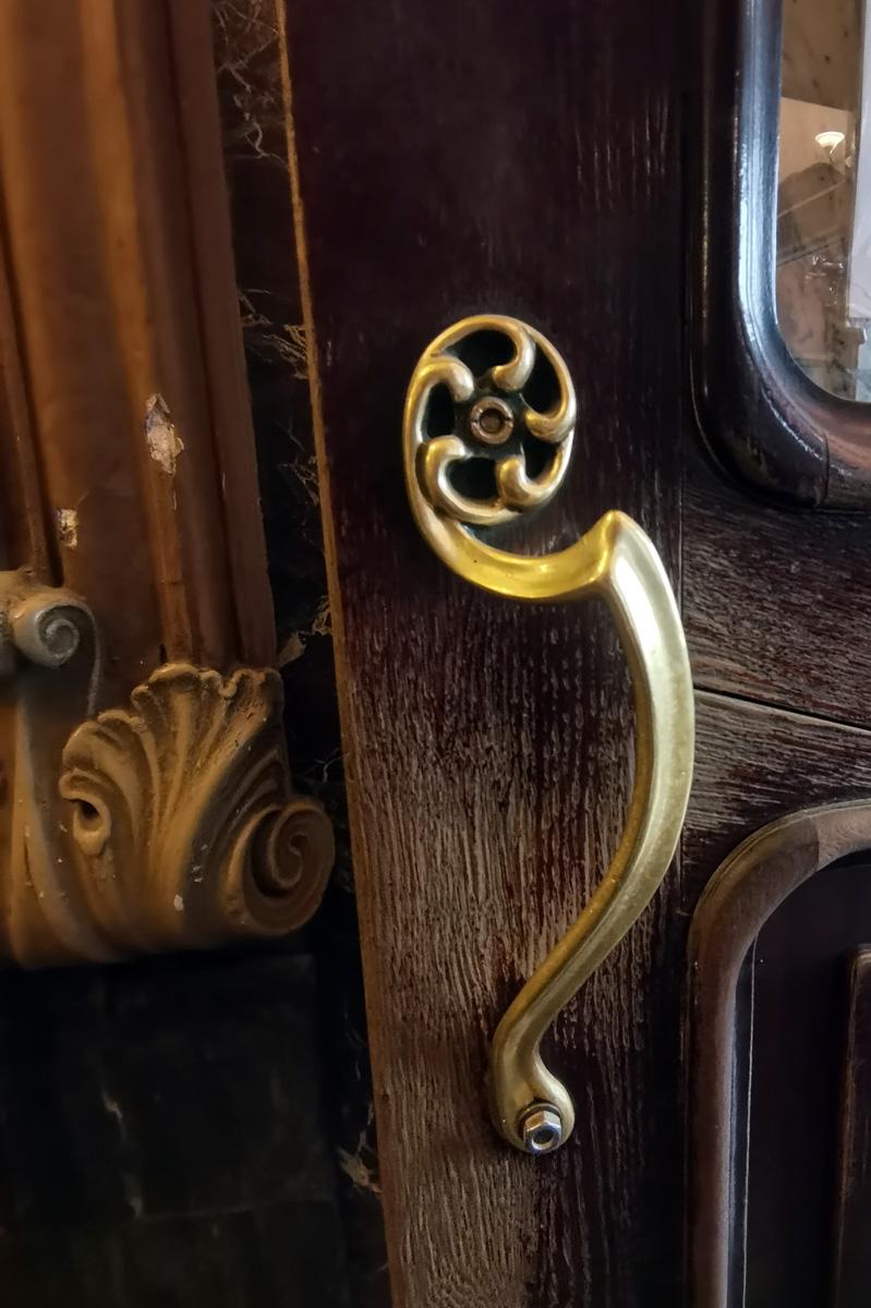 Старинные ручки дверей.