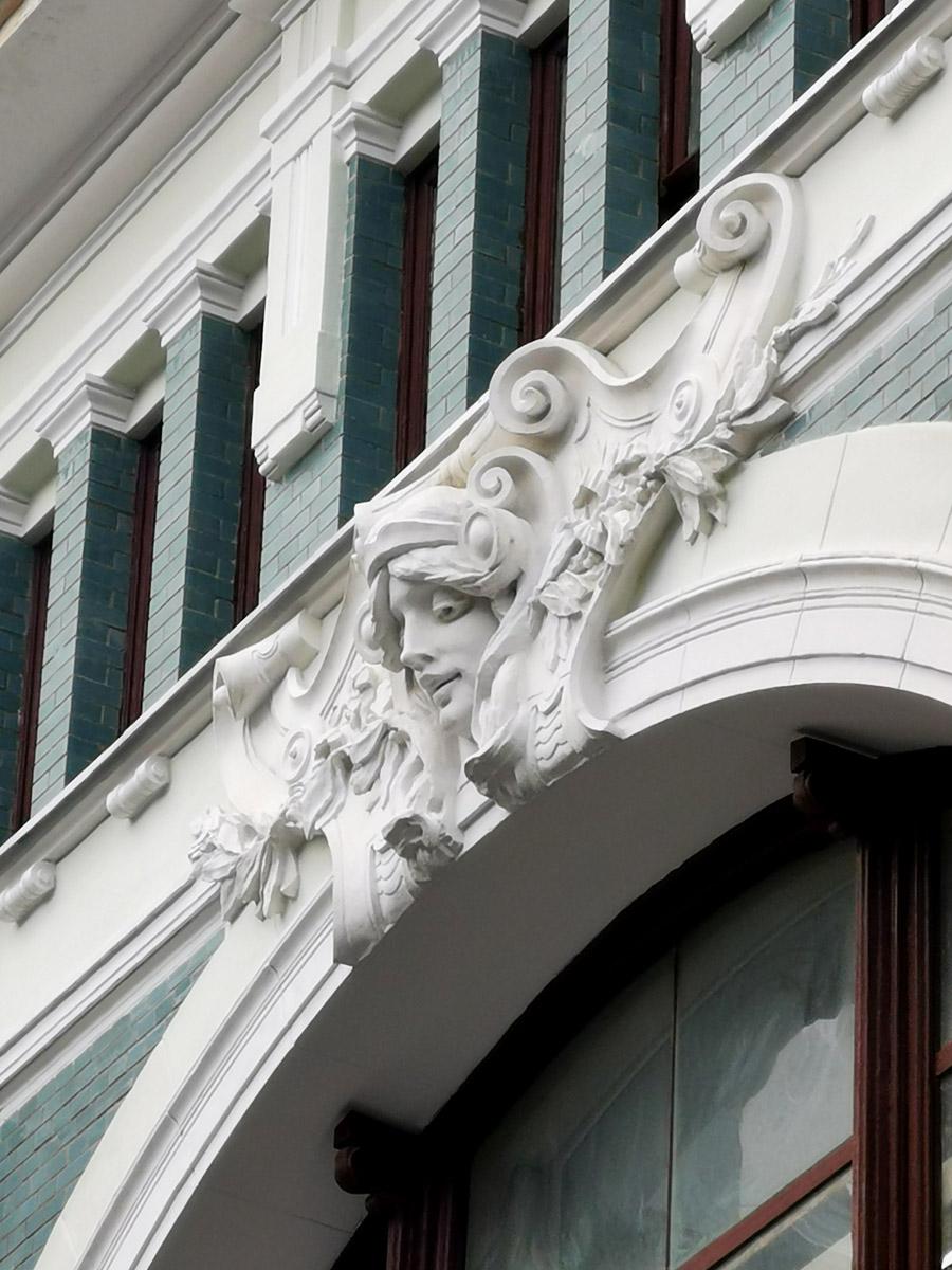Торговый дом В.Ф. Аршинова. Построен в 1899 году. Архитектор Ф. О. Шехтель.