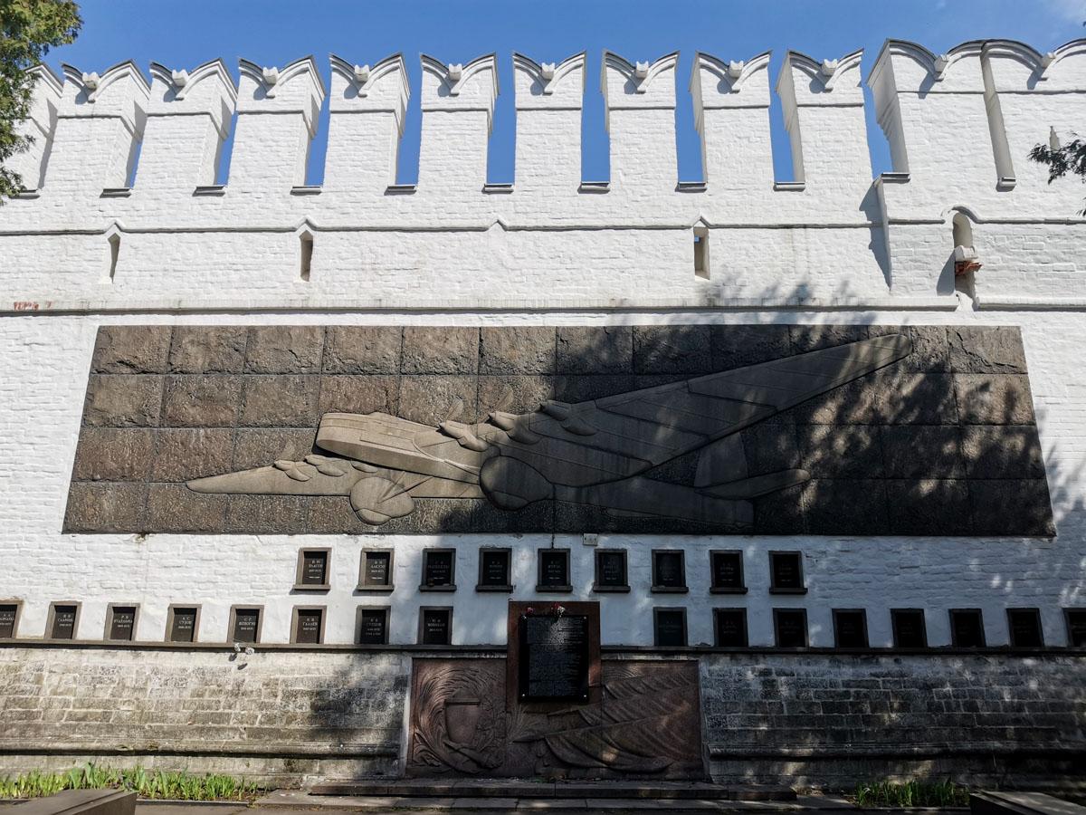 """Мемориал погибшим в авиакатастрофе АНТ-20 """"Максим Горький"""" 18 мая 1935 года на центральном аэродроме столицы."""