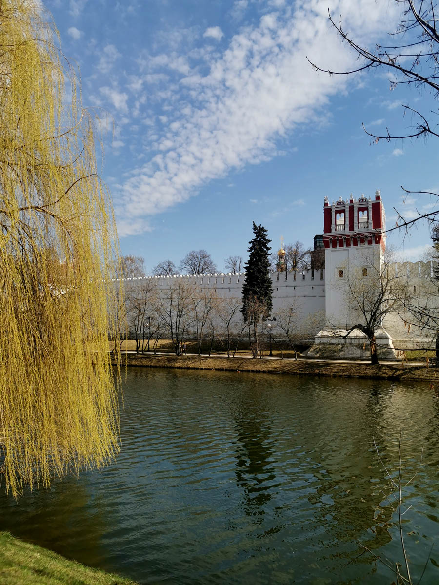 Новодевичьи пруды и Новодевичий монастырь