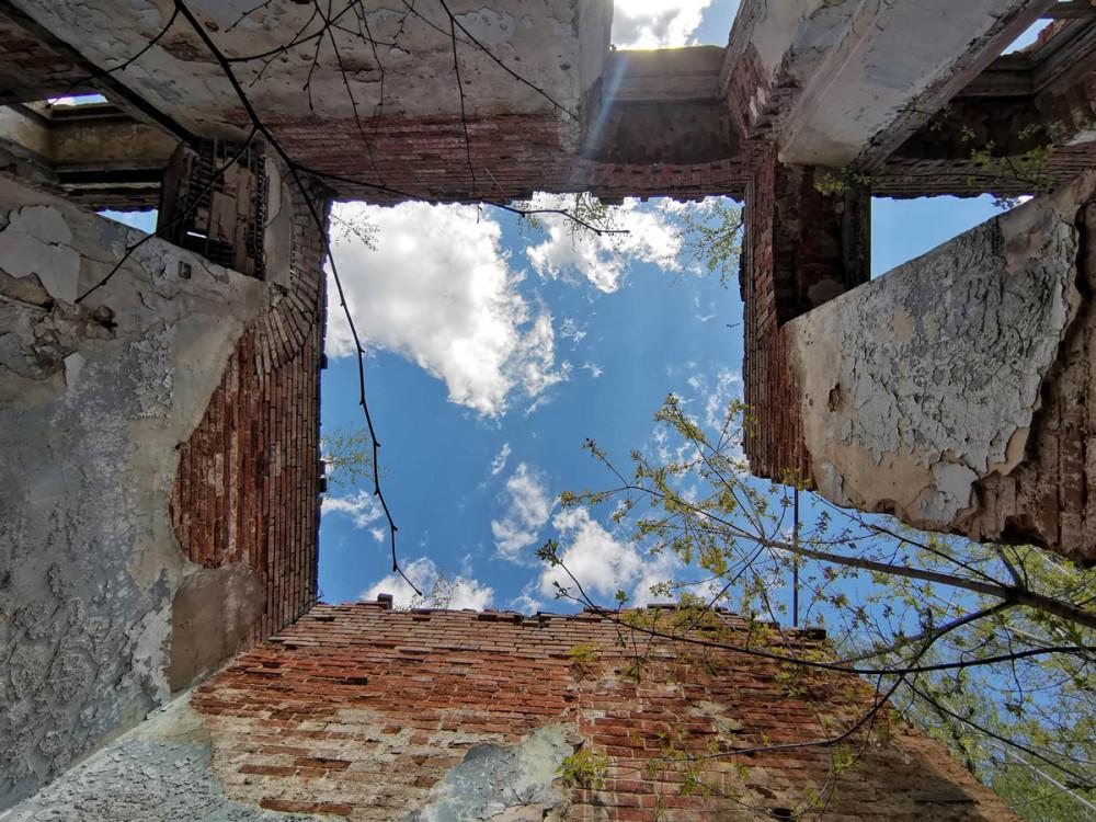 Со второй половины XIX века в усадьбе Кузьминское существовала земская больница, в которой лечились крестьяне из окрестных сел и деревень. В советское время здесь так же продолжала действовать больница.