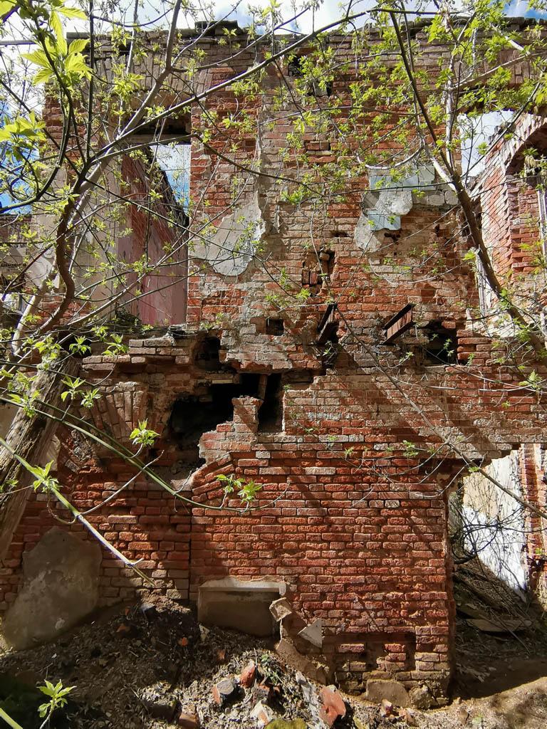 Сейчас усадьба полностью заброшена и разрушена. Остались только руины главного дома и двух флигелей.