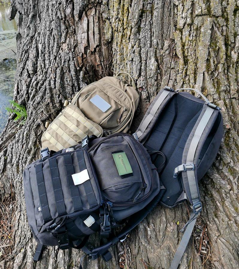Решили посидеть в его тени и немного перекусить... Наши удобные и надежные как автомат Калашникова рюкзаки на корнях дерева-великана.