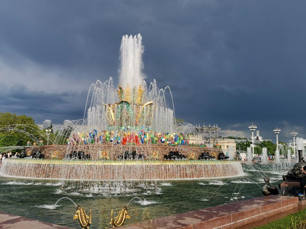 15 мая 2021г. Москва. ВДНХ, Фонтан «Каменный цветок».