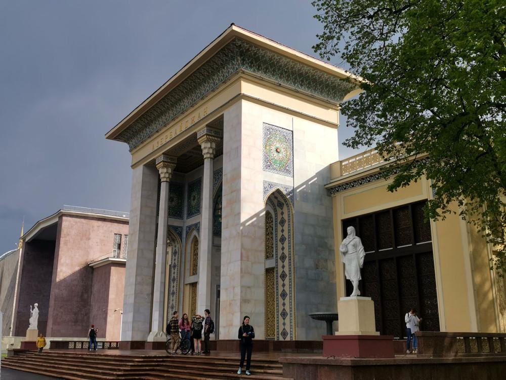 В общем, мне павильон Азербайджана понравился больше всего.