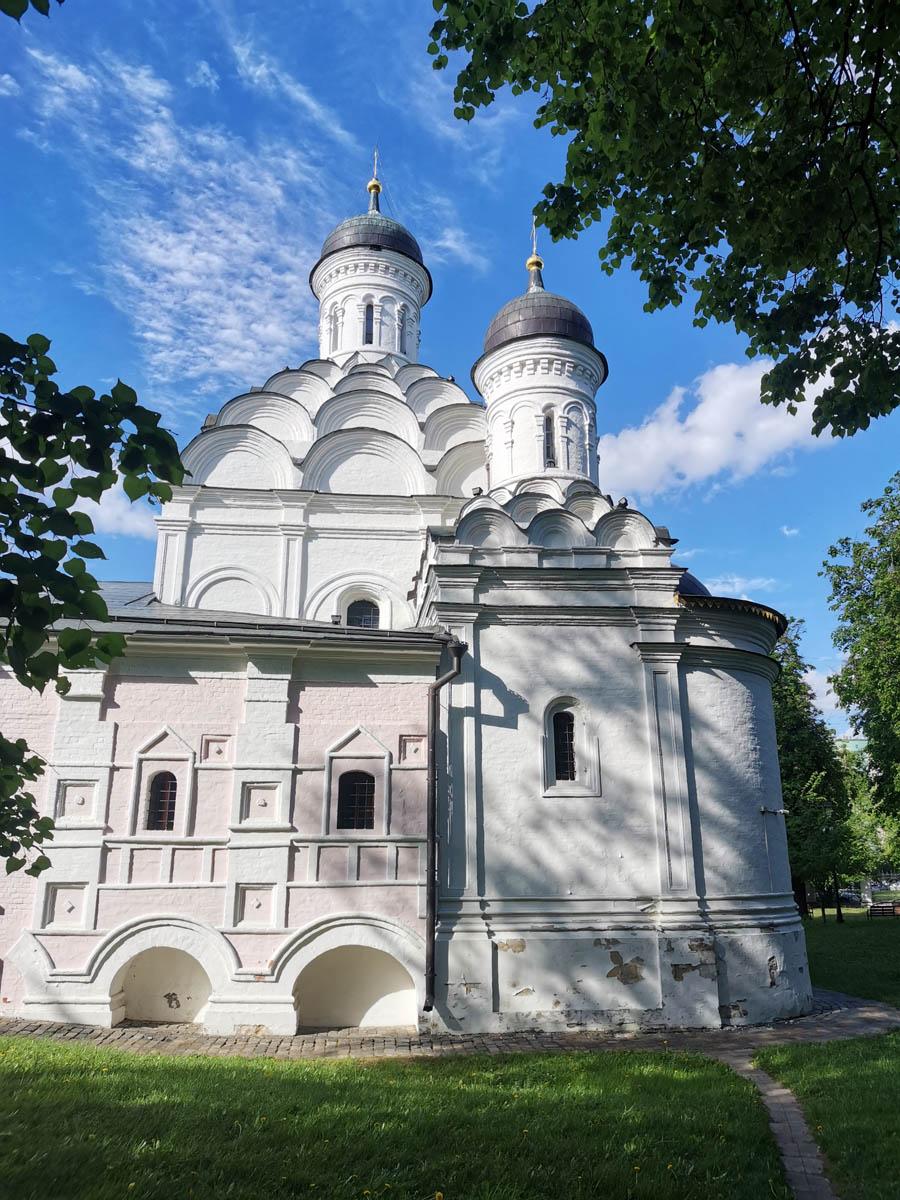 В 1989 году было организовано первое богослужение в стенах храма, после чего начался медленный процесс его передачи православной общине.