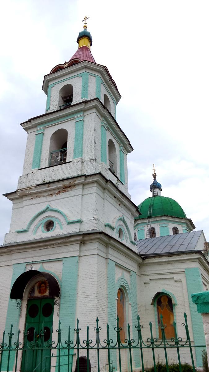 Каменный храм в честь Преображения Господня был построен на месте обветшавшего деревянного в 1875—1878 гг.