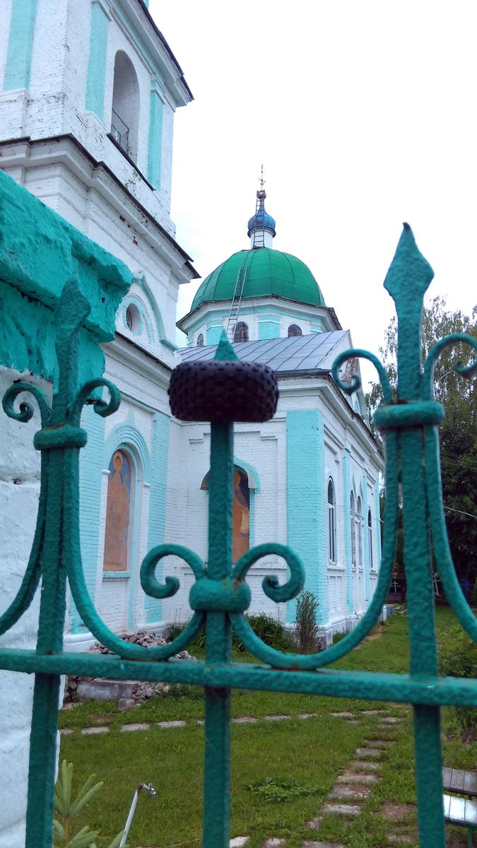 В советское время церковь не закрывалась.