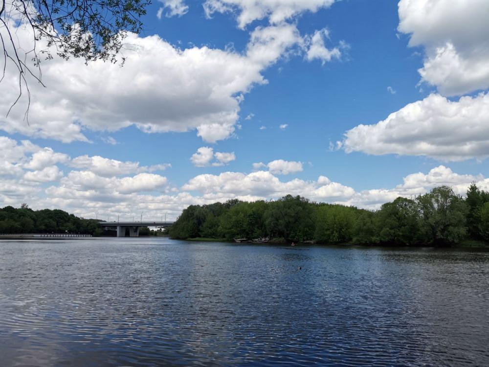 После нескольких подъемов и спусков снова выходим к реке Москве...