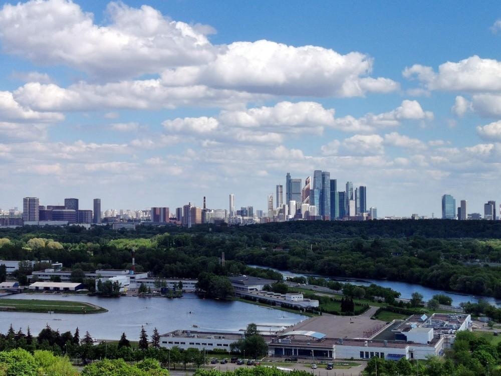 Гребной канал «Крылатское» и Московский международный деловой центр «Москва-Сити»