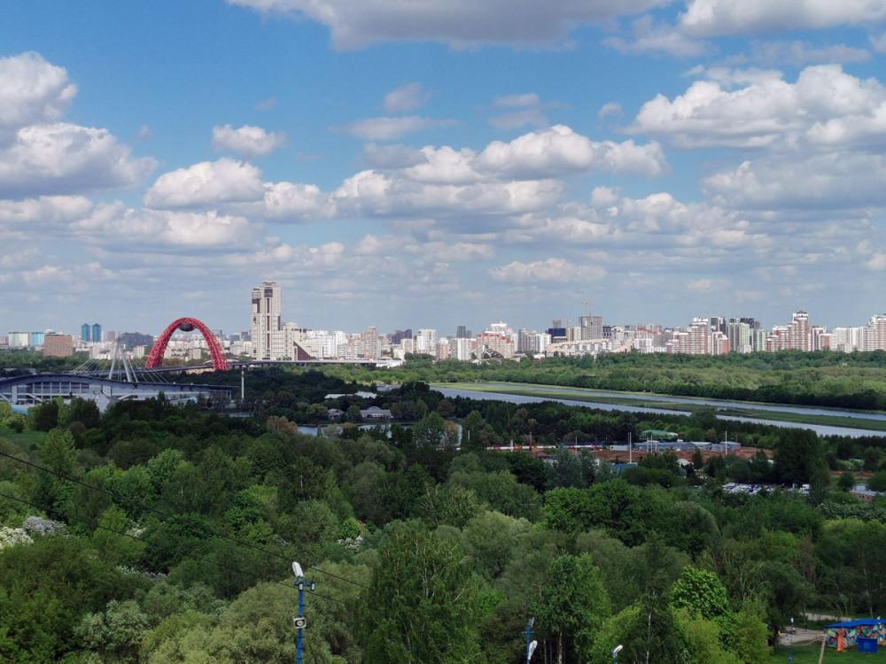 Красная арка Живописного моста. Про мост подробнее во второй части.