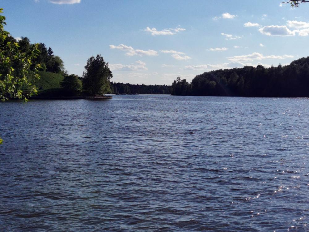 Серебряноборская лука — естественный судоходный участок Москвы-реки. Длина луки составляет 7 км.