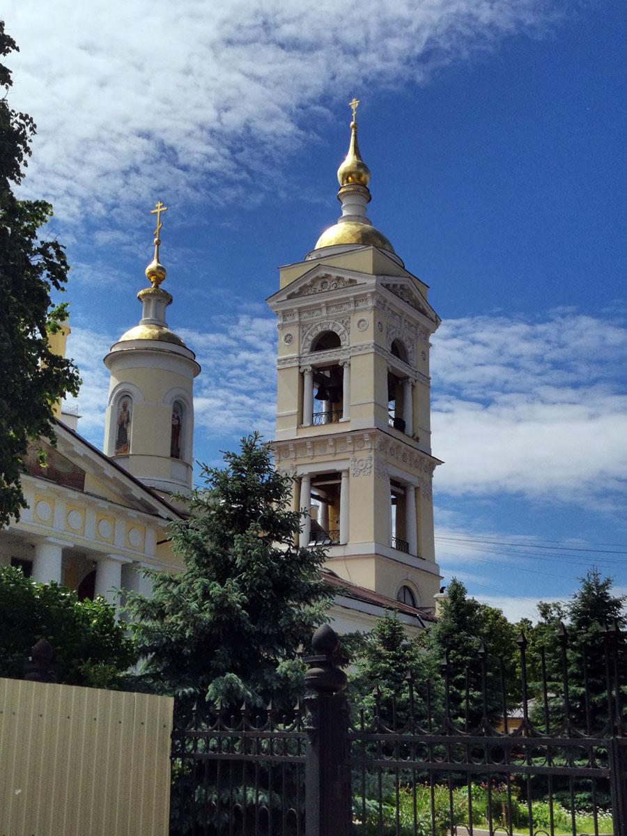 Троицкий собор города Подольска был построен в 1819—1832 гг. в честь победы в Отечественной войне 1812 г. Храм имеет два придела: в честь Успения Божией Матери и во имя святых апостолов Петра и Павла.