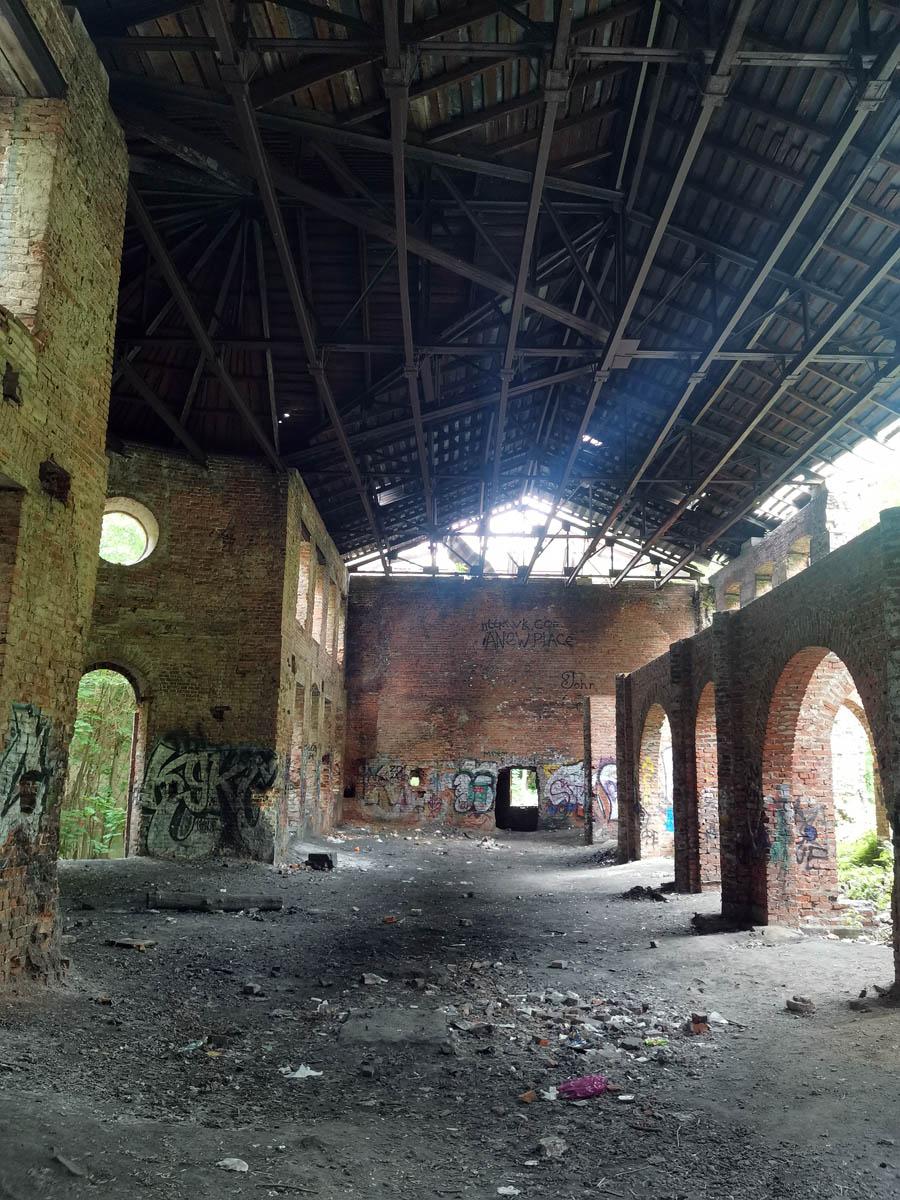 В ходе реставрации начатой в 1976 году здание получило крышу, которая защищает от осадков...