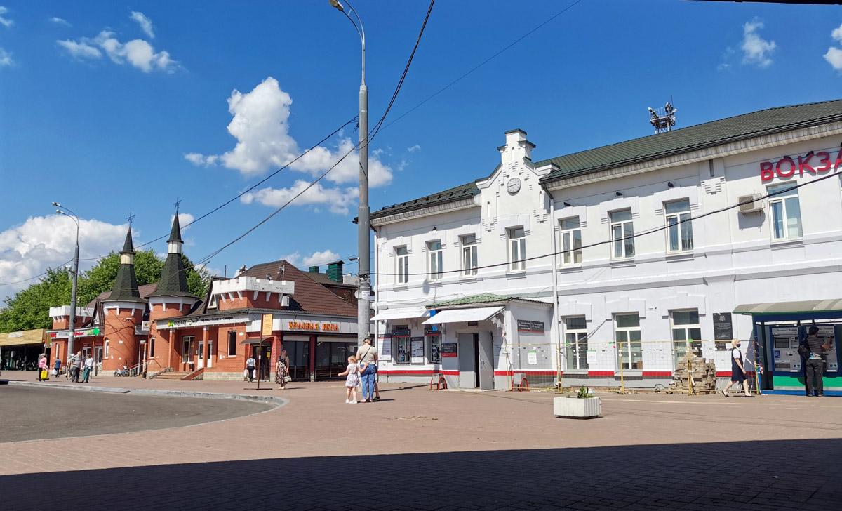 Вокзал железнодорожной станции Домодедово.