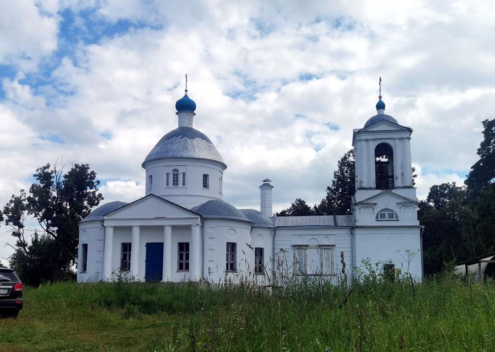 Храм Успения Божией Матери построен в стиле русского классицизма в 1819 году.