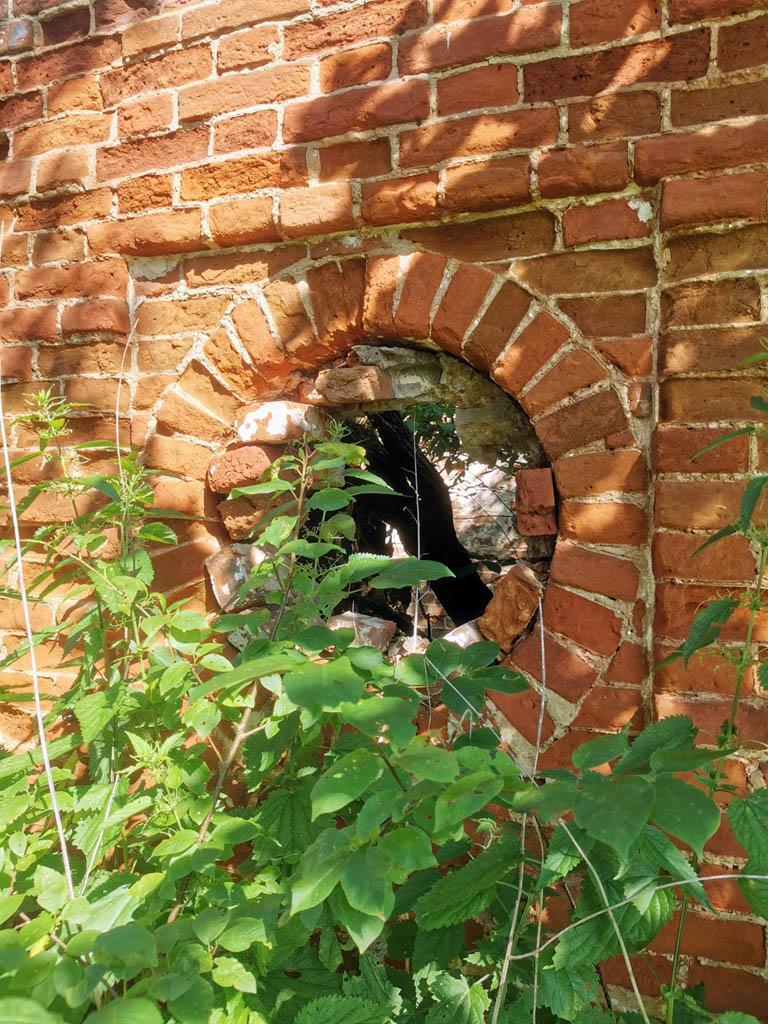 Круглое окно флигеля