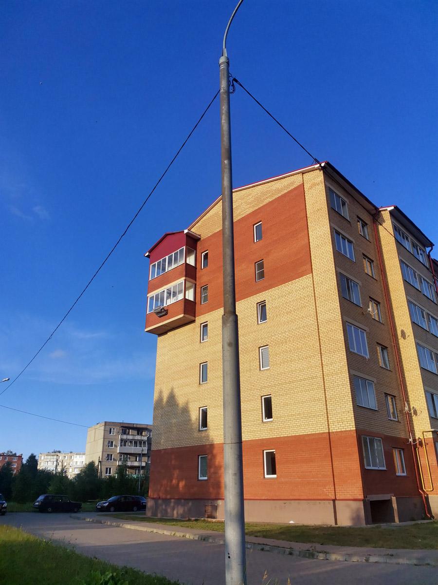 Очень странный балкон. Я думал, что подобные пристройки в многоквартирных домах делают только на Кавказе.