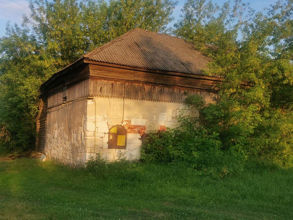 Старинное здание в деревне Городище. В данный момент заброшено.