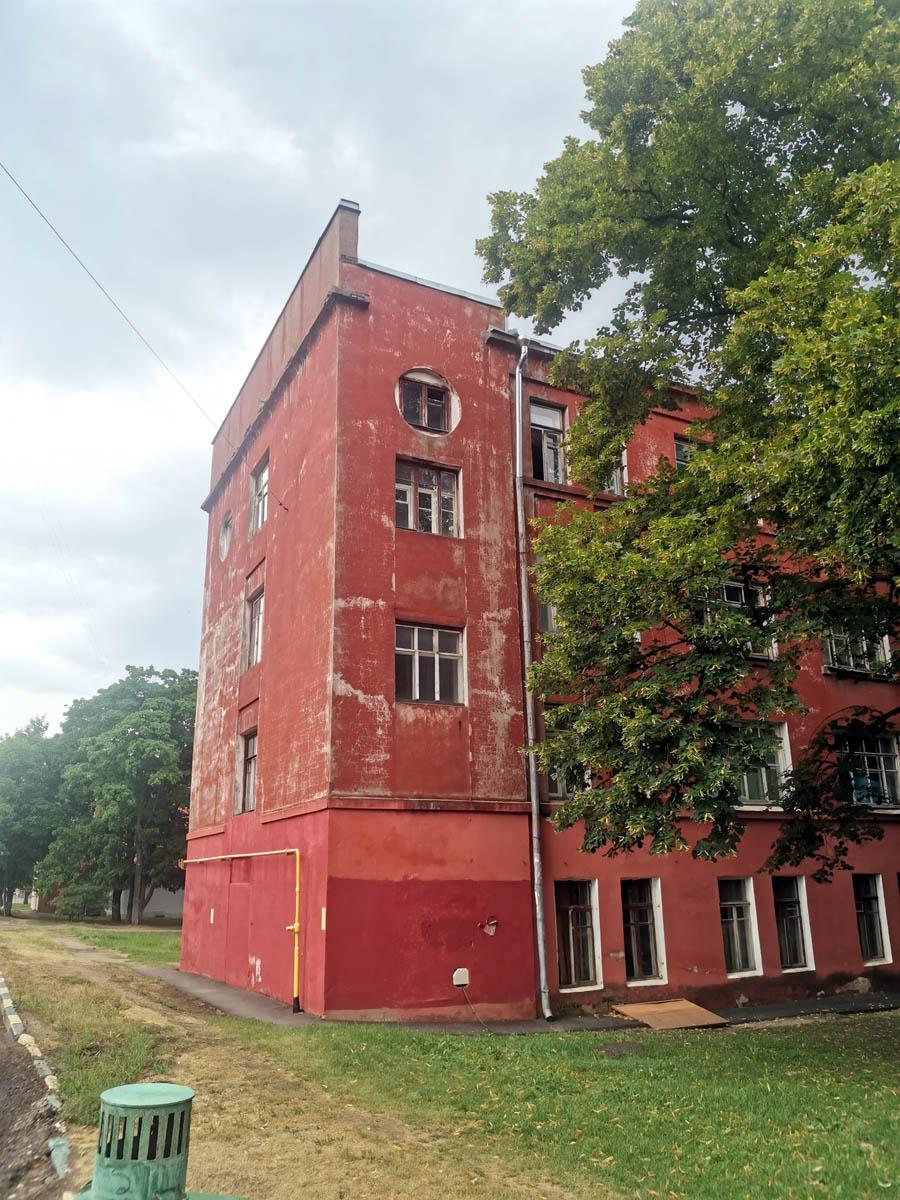 Общежитие № 3. Построено в 1932 году. С 10 сентября 2018 года — выявленный объект культурного наследия.